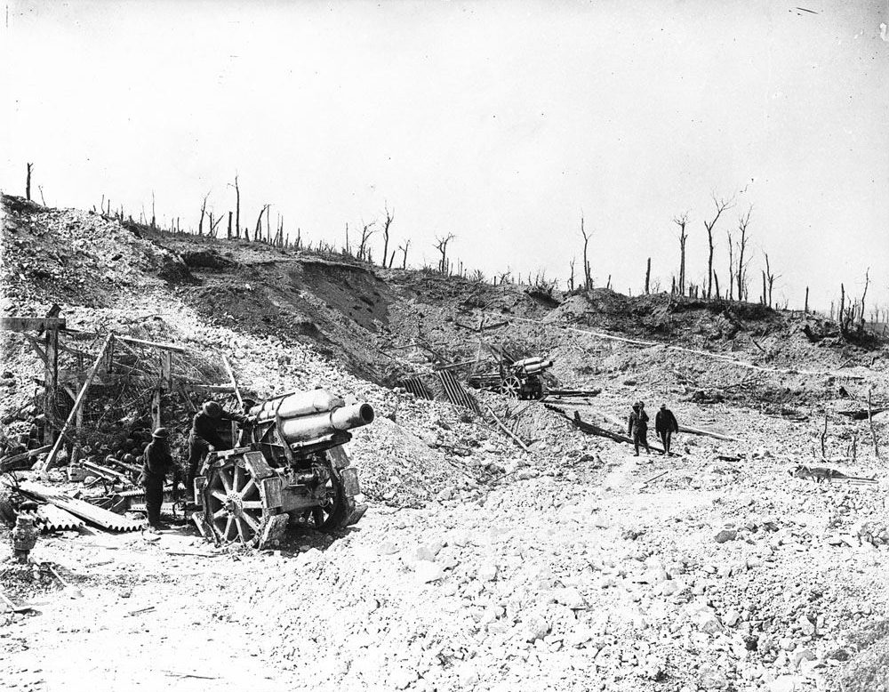Captured German howitzers currently being used by the Canadians at Vimy, May 1917 (LAC M#3397819).