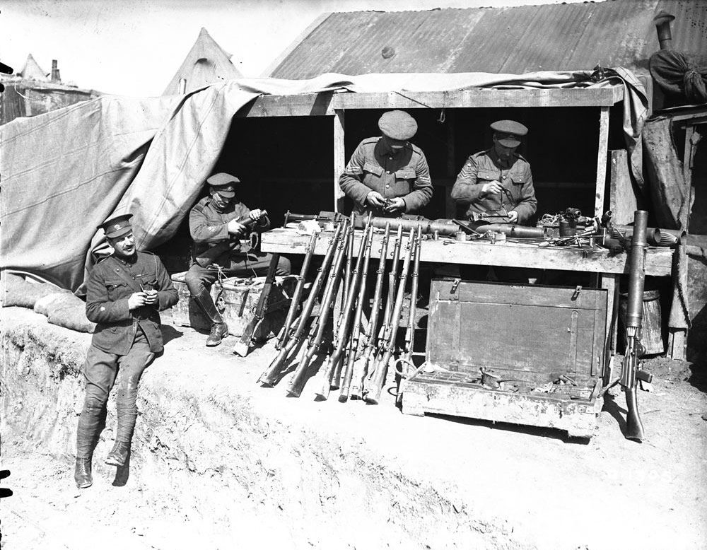 Gunsmiths at work behind the lines at Vimy, May 1917 (LAC M#3395234).